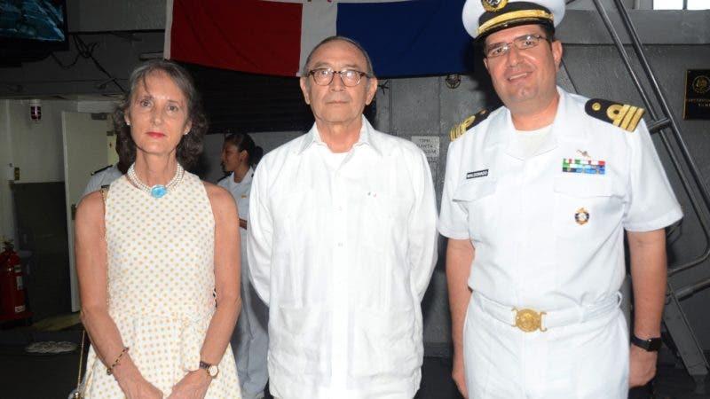 Rostros. El embajador de México Carlos Tirado Zavala y el Capitán de Fragata CG.DEM, Carlos Alberto Maldonado Sánchez, comandante del buque ARM Huasteco, ofrecieron un coctel a bordo del buque por motivo de su visita al país.