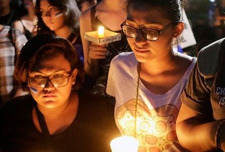 Students and journalist protest in memory of murdered journalits Angel Gaona in front of the Universidad Centroamericana (UCA) in Managua on April 26, 2018.  Nicaragua on Thursday was hanging on to the prospect of talks to calm anti-government sentiment behind a week of protests in which at least 37 people died, according to rights groups. / AFP / INTI OCON