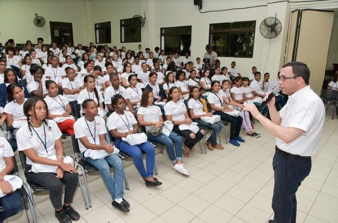 Navarro debatirá con estudiantes para conocer marcha del sistema educativo