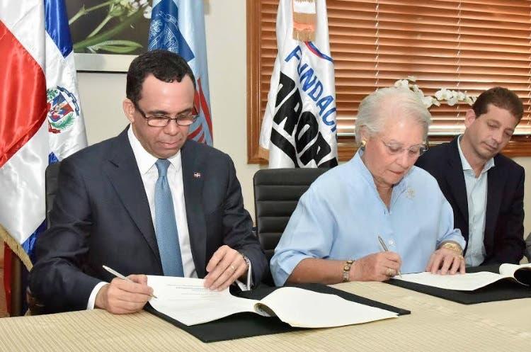 Navarro y presidenta Fundación Propagás firman convenio para impulsar desarrollo en escuelas