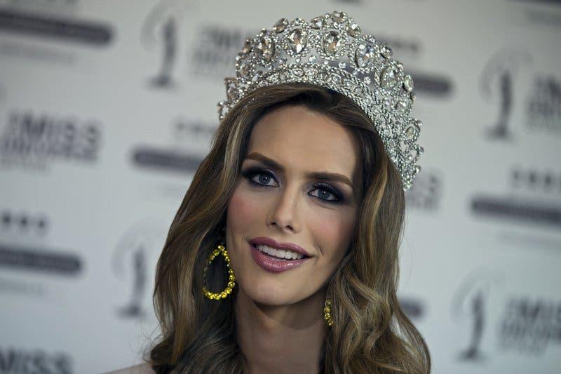 La primera mujer transgénero que competirá en Miss Universo defiende a niños trans