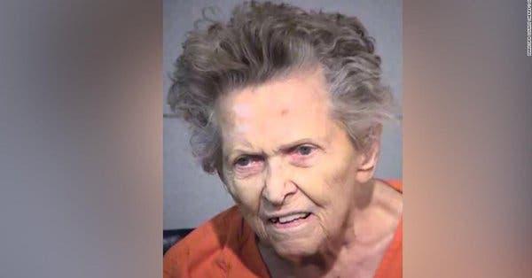 Mujer de 92 años mata a su hijo de 72 para evitar que éste la ingresara en una residencia de ancianos en EE. UU.