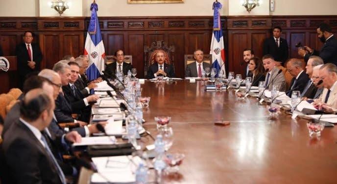 Presidente Medina promulga decreto busca convertir al Estado en aliado sectores económicos