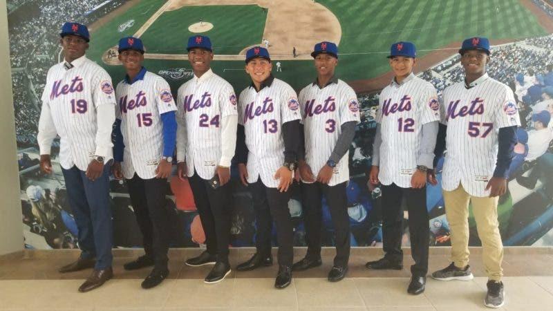Desde la izquierda los prospectos Freddy Valdez, Luis Castillo, Jhonny Ventura, Francisco Alvarez, Bradly Encarnación, Javier Atencio y MArio Paiva