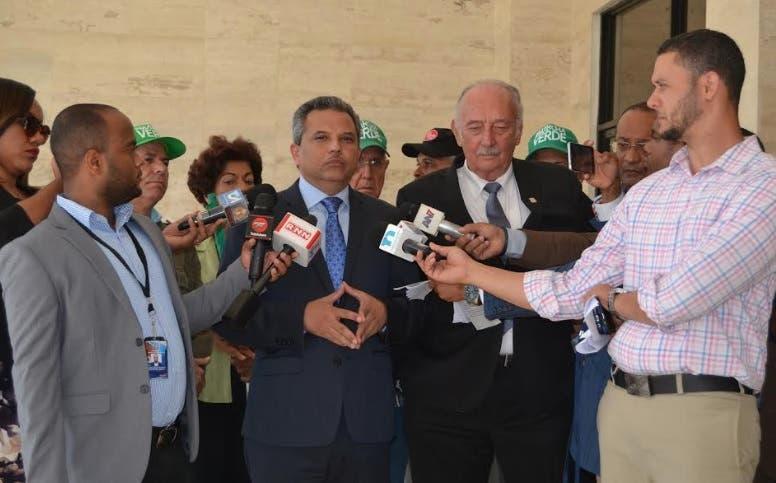 Fidelio Despradel y Fidel Santana someten propuesta de «juicio político» contra Medina