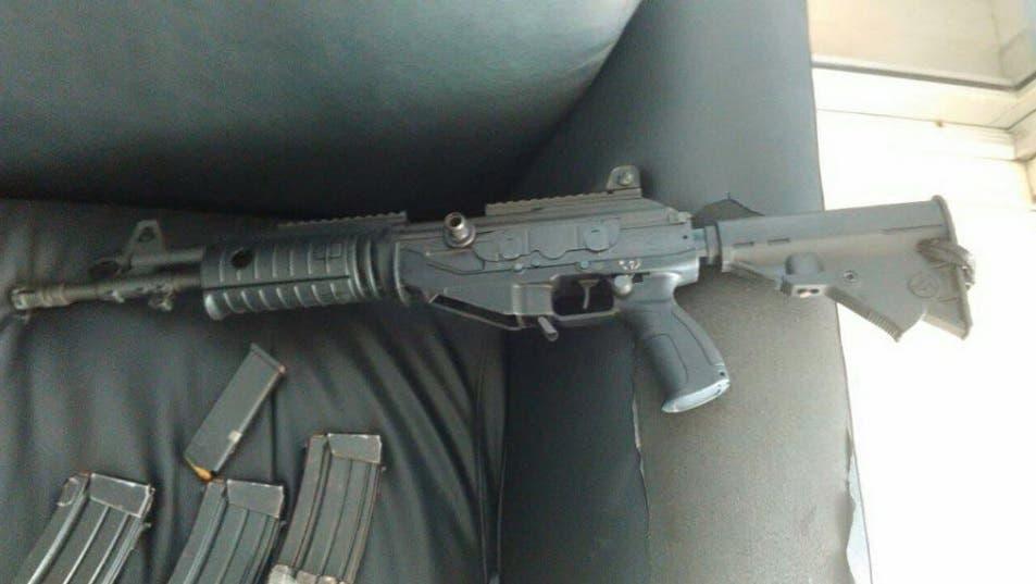 Pertenece a policía haitiana fusil usado por asaltantes sucursal del Banco Popular del sector Isabelita