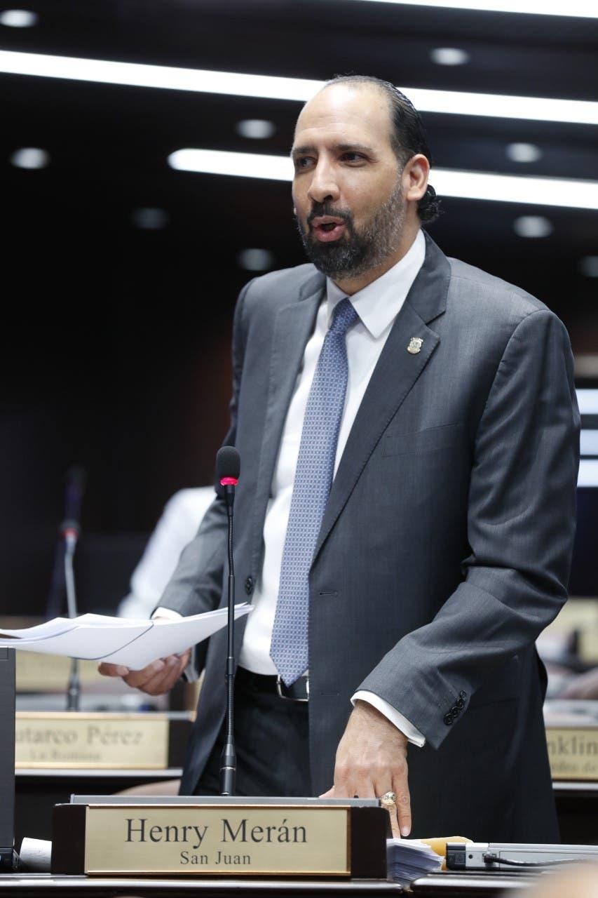 Henry Merán dice que el diputado Radhamés González no tiene facultad para convocar a la Comisión Especial de Ley Partidos