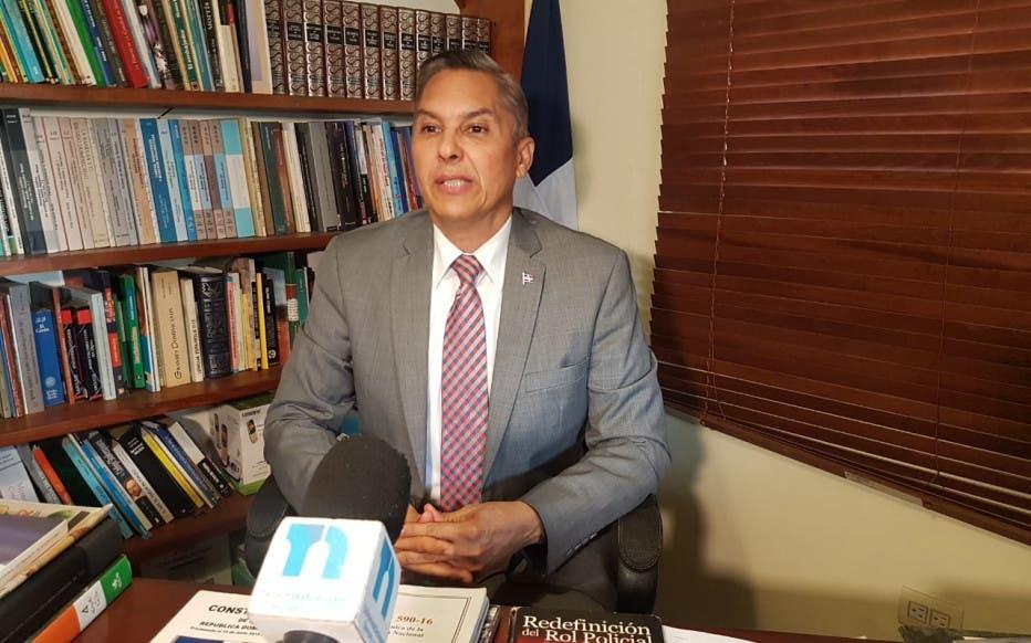 Video: A propósito del fusil de la Policía haitiana utilizado en asalto a banco, experto nos habla sobre tráfico de armas por la frontera