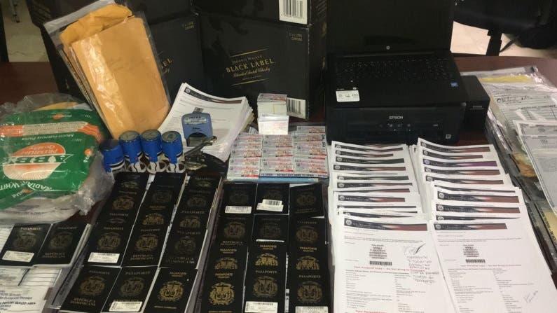 Desmantela oficina migratoria clandestina donde se falsificaban visas