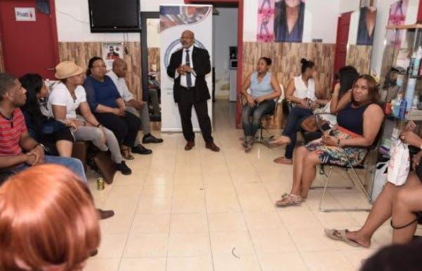 Realizan campaña de sensibilización en comercios dominicanos de Madrid