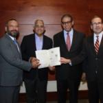 De izquierda a derecha, el ingeniero Frank Lam, representante del IICA en República Dominicana; Osmar Benites, ministro de Agricultura de la Republica Dominicana; doctor Modesto Guzmán, director general del Inposdom y Lloyd Day, subdirector general del IICA.