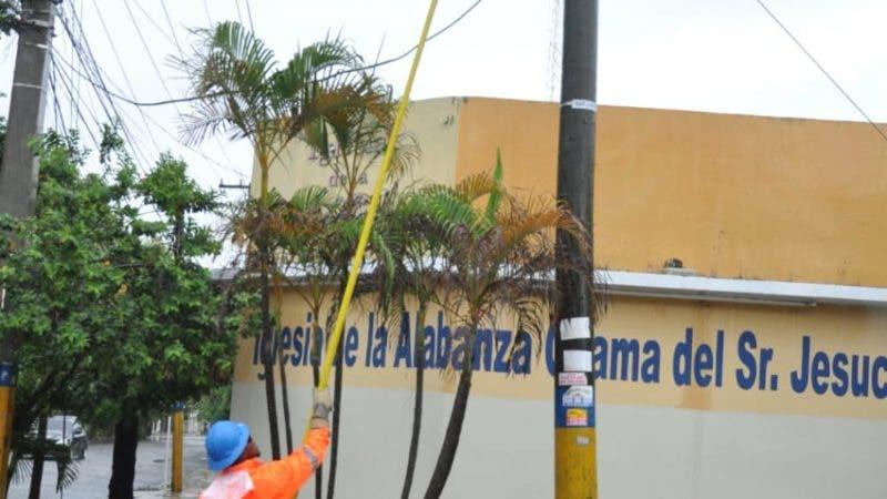 En el caso de EDE Este, ésta informó que las lluvias y las tormentas eléctricas traídas por la depresión tropical Beryl han provocado averías que han afectado el servicio de energía eléctrica en zonas de su área de concesión, principalmente del Gran Santo Domingo.