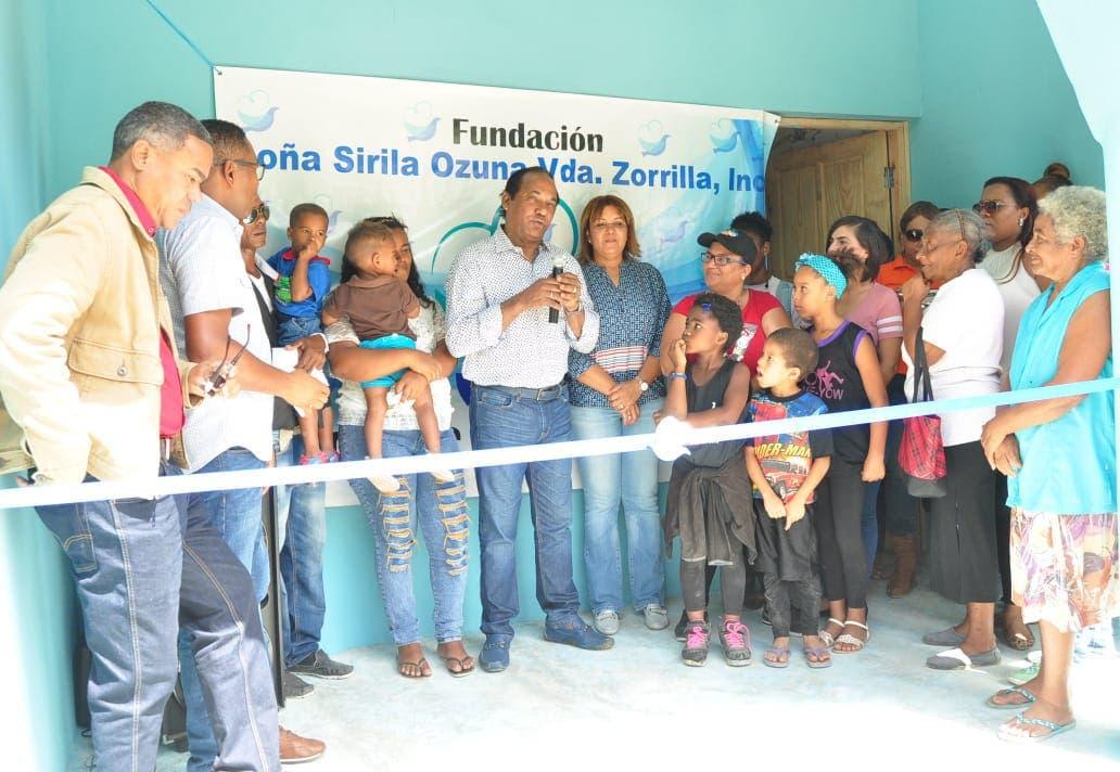 Fundación Sirila Ozuna entrega casa, ropa y alimentos  a familia vulnerable de Boca Chica