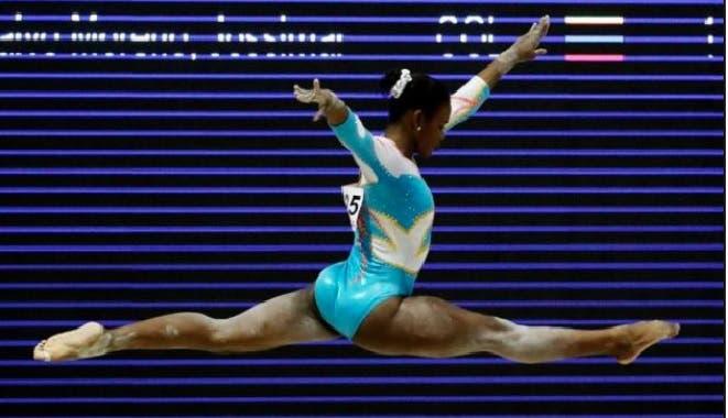 Yamilet Peña le arrebata el oro de salto a la cubana Videaux