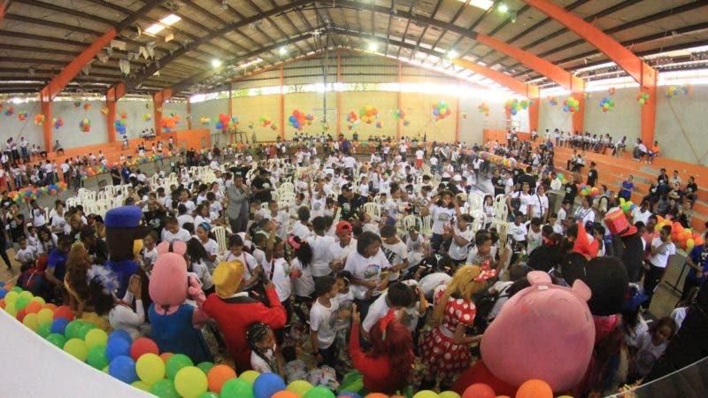 El Instituto Nacional de Educación Física (Inefi) puso en marcha la sexta versión del Campamento Divertido Institucional 2018 durante un acto celebrado en las instalaciones del Club Los Cachorros, del sector de Cristo Rey, y que cuenta con la participación de 1,500 niños y niñas con edades comprendidos entre los 5 y 12 años.
