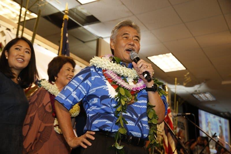 Gobernador de Hawai gana primarias demócratas para el cargo