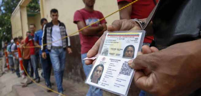 Santos otorga residencia por dos años a 440.000 venezolanos