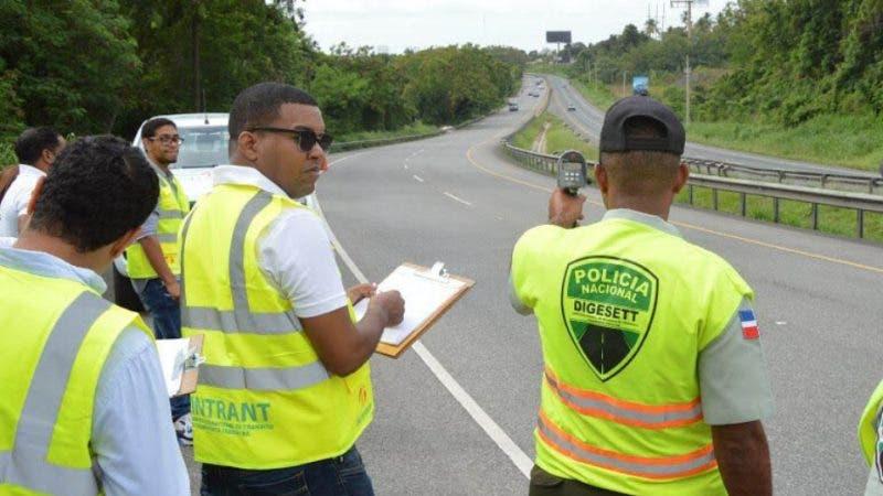INTRANT y DIGESETT validan puntos críticos en Autopista Duarte. Fuente externa 31/07/2018