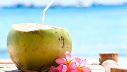 Agua de coco: un  refresco natural