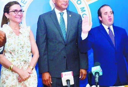 Presidente del Partido Revolucionario Moderno (PRM) juramenta nuevos mienbros en su mayoria jovenes, en la base del partido.  7-8-2018 HOY / Ariel Gomez