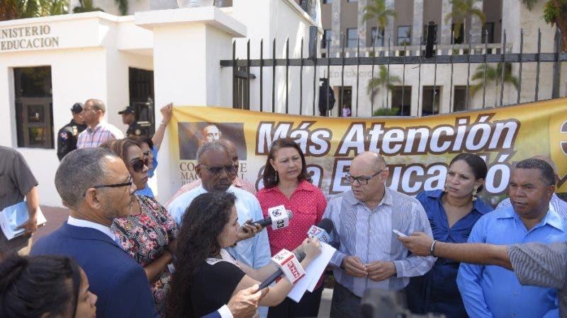 La corriente magisterial Juan Pablo Duarte solicitó hoy al Ministerio de Educación abastecimiento de insumos en los centro educativos. Hoy/ Arismendy Lora