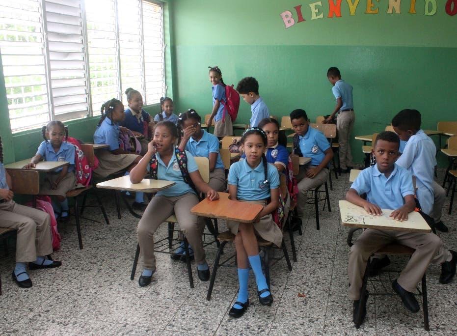 Presidente Luis Abinader anuncia año escolar será virtual; entregará tabletas y laptops a cada niño dominicano