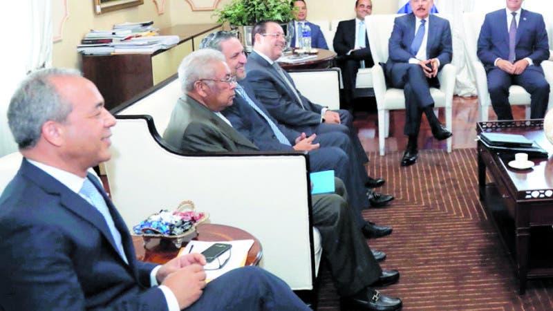 El presidente Danilo Medina encabezó hoy una reunion con los titulares de las instituciones del sector eléctrico. La sesión de trabajo tuvo lugar en el Salón Privado del Palacio Nacional.  Hoy/Fuente Externa 27/8/18