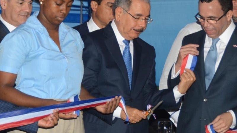 El Pais/. El Presidente Danilo  Medina Sanchez ,entrego  el centro Educativo  Jose Buñez de Caceres, en Villa Altagracia ,Hoy/Jose Francisco ,30-8-2018