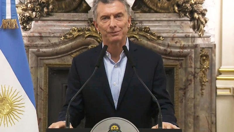 """TV grab of a national transmission of the Argentinian Presidency as Argentina's President Mauricio Macri announces the beginning of negotiations with the IMF's managing director Christine Lagarde in Buenos Aires, on May 08, 2018.  The Argentine peso fell 4.61 percent in opening trade Tuesday, signalling a return to the volatility that prompted the country's central bank to intervene last week to support the currency. - RESTRICTED TO EDITORIAL USE - MANDATORY CREDIT """"AFP PHOTO / ARGENTINE PRESIDENCY / TV GRAB"""" - NO MARKETING NO ADVERTISING CAMPAIGNS - DISTRIBUTED AS A SERVICE TO CLIENTS    / AFP / Argentinian Presidency / HO / RESTRICTED TO EDITORIAL USE - MANDATORY CREDIT """"AFP PHOTO / ARGENTINE PRESIDENCY / TV GRAB"""" - NO MARKETING NO ADVERTISING CAMPAIGNS - DISTRIBUTED AS A SERVICE TO CLIENTS"""