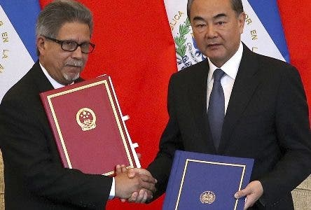 El Salvador's Foreign Minister Carlos Castaneda, left, and China's Foreign Minister Wang Yi shake hands at a signing ceremony to mark the establishment of diplomatic relations between the two countries at the Diaoyutai State Guesthouse in Beijing Tuesday, Aug. 21, 2018. Taiwan broke off diplomatic ties with El Salvador on Tuesday as the Central American country defected to rival Beijing in the latest blow to the self-ruled island China has been trying to isolate on the global stage. (AP Photo/Mark Schiefelbein)