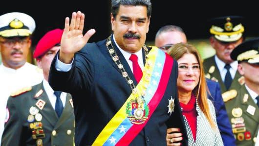 """Oposición venezolana dice se prepararse para hacer frente a periodo """"ilegítimo"""" de Maduro"""