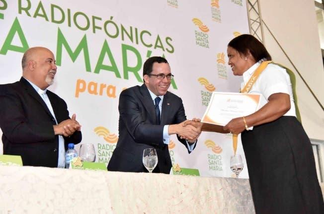 Navarro afirma aprendizaje y oportunidades conducen a desarrollo sostenido del país