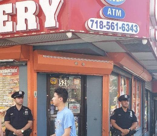 Bodega asesinaron dominicano en El Bronx reabre bajo vigilancia policial