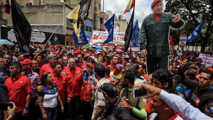 Chavismo marcha en apoyo a medidas de Maduro frente a llamado a paro opositor