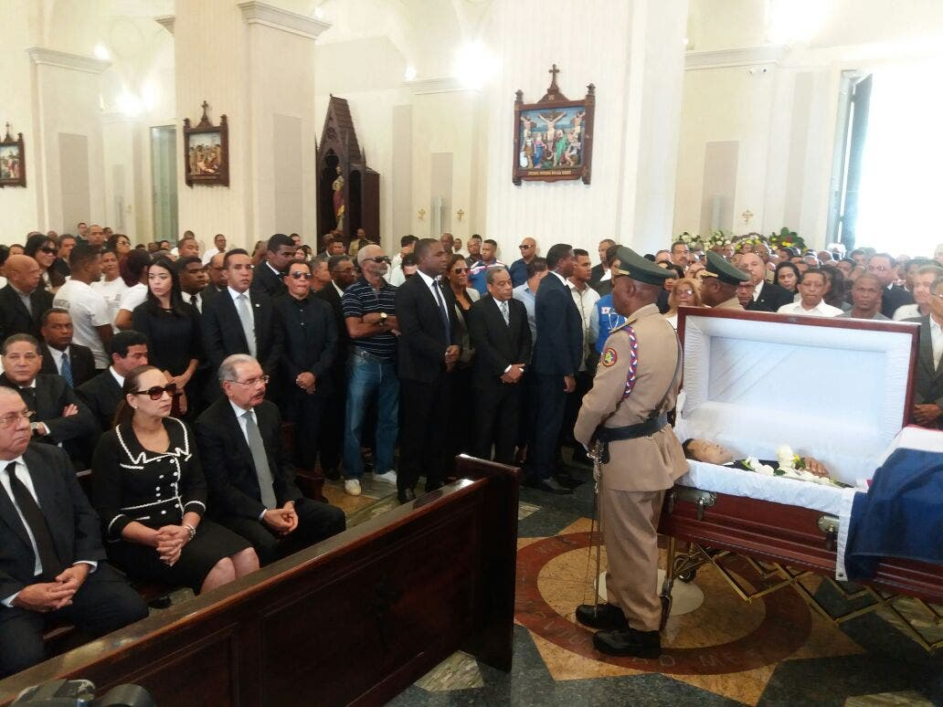 Video: Presidente Danilo Medina asiste al velatorio de Monchy Rodríguez