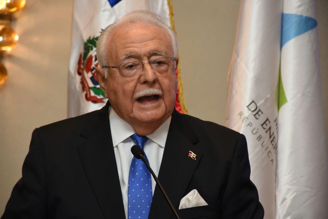 Ministro Energía y Minas marca distancia y expresa oposición a modificación constitucional; dice no es imparcial