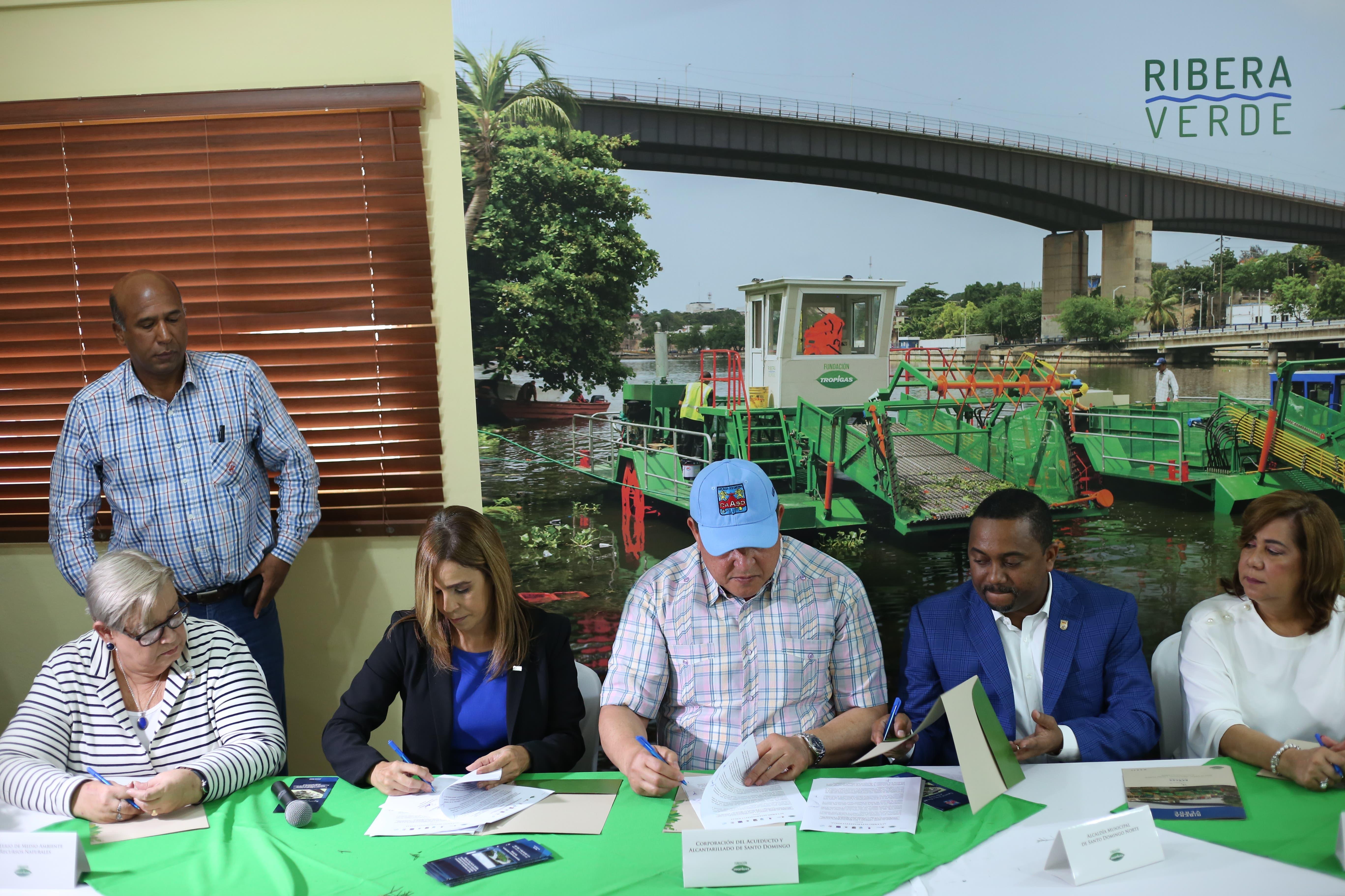 Firman acuerdo para el saneamiento y rescate de los ríos Ozama e Isabela