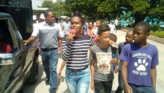 Muerte de niña de cuatro años por joven que calibraba motocicleta provoca que personas se lancen a las calles a reclamar justicia