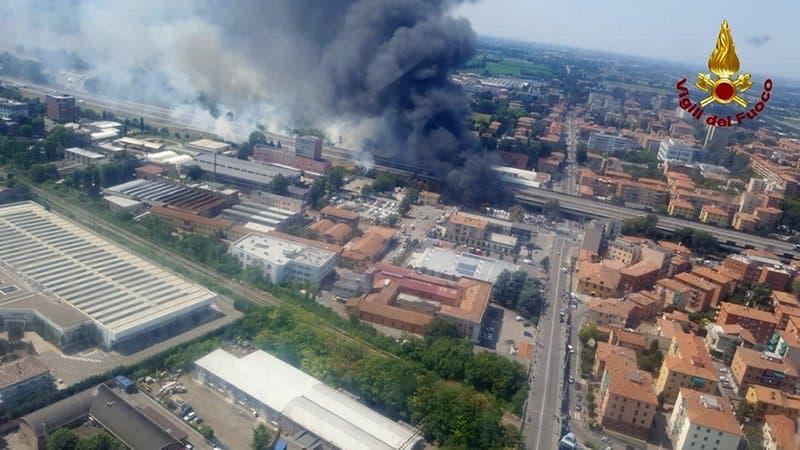 Video: Explosión de camión en carretera deja dos muertos y más de 60 heridos en Italia