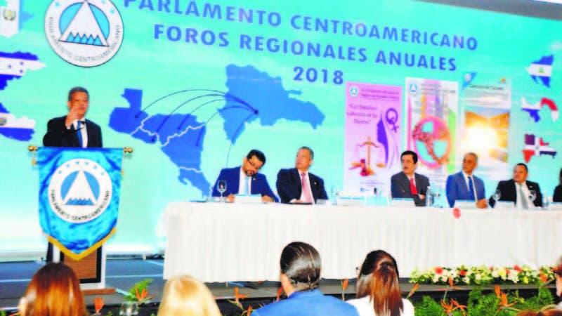 Leonel Fernández durante su disertación en foro de XXVI Conferencia Centroamericana y del Caribe