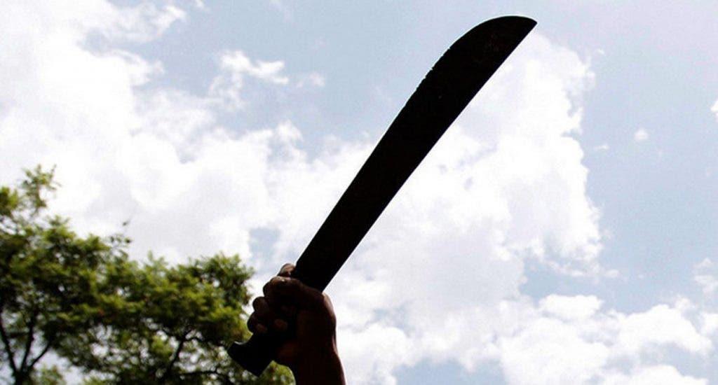 Padre y dos hijos mataron a machetazos a un hombre en Villa Vásquez