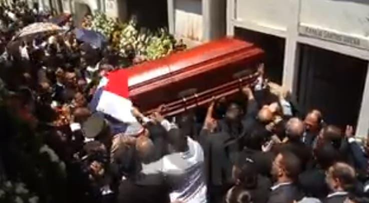 Sepultan restos de «Monchy» Rodríguez en cementerio de Santiago