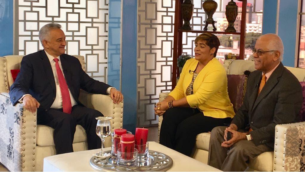 Hernández Peguero solicita proclamación de Leonel Fernández como candidato del PLD