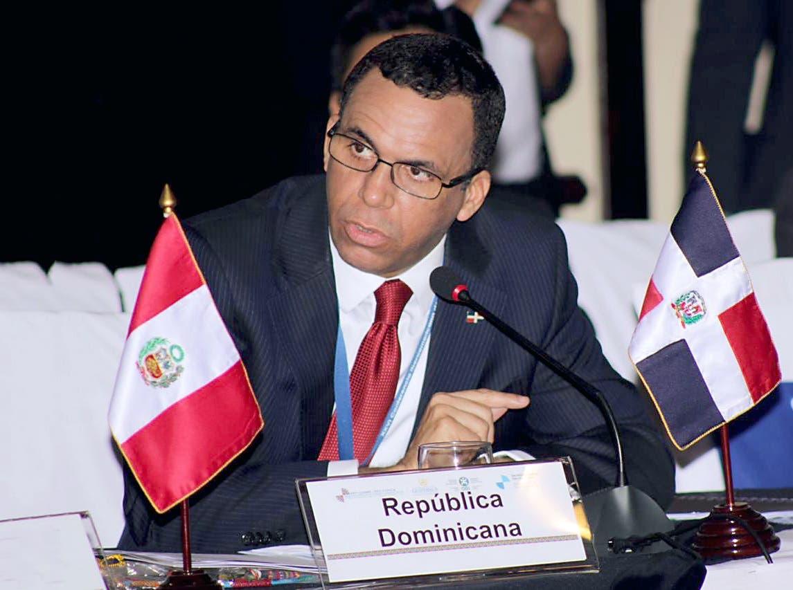 Navarro plantea que las escuelas debe construir una nueva ciudadanía