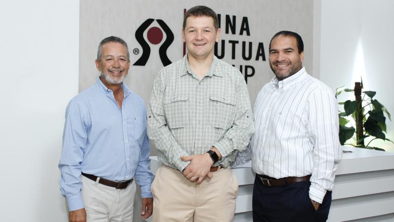 1. Víctor Alamo,  Jay Isaacson y Rubén Bonilla