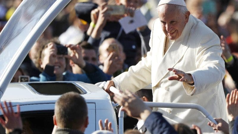 Pope Francis greets people as he arrives for a Mass at the Santakos Park, in Kaunas, Lithuania, Sunday, Sept. 23, 2018. Francis is paying tribute to Lithuanians who suffered and died during Soviet and Nazi occupations on the day the country remembers the near-extermination of its centuries-old Jewish community during the Holocaust. (AP Photo/Mindaugas Kulbis)