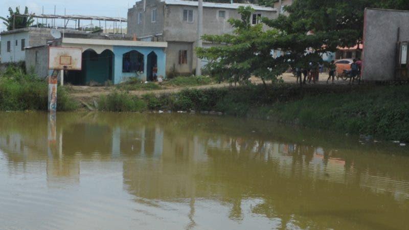 Asustados se encuentran los residentes en diversos sectores de Santo Domingo Oeste afectados por malaria, una enfermedad transmitida por la picadura de mosquitos. HOY/ Aracelis Mena. 05/09/2018