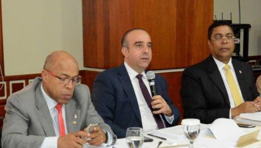 Senadores delimitarán funciones  presidente JCE