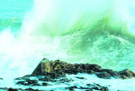 Habrá aguaceros y truenos; alertan  por oleajes peligrosos