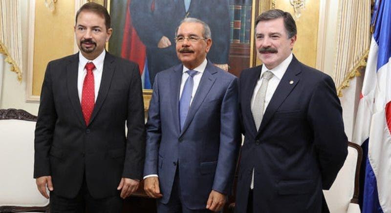 En visita al presidente Danilo Medina, nuevo presidente Claro ingeniro Rogelio Viesca Dominicana anuncia inversiones. Fuente externa 02/09/2018